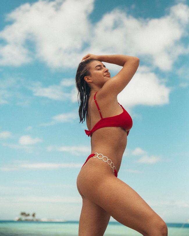 Kalani Hilliker hot photos sexy instagram bikini pics