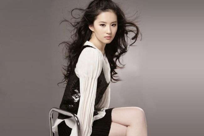 Hottest Liu Yifei Pictures Beautiful Mulan Actress instagram bikini pics