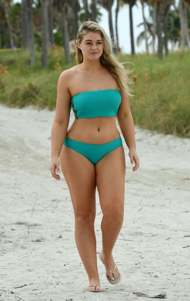 Iskra Lawrence hot photos sexy instagram bikini pics