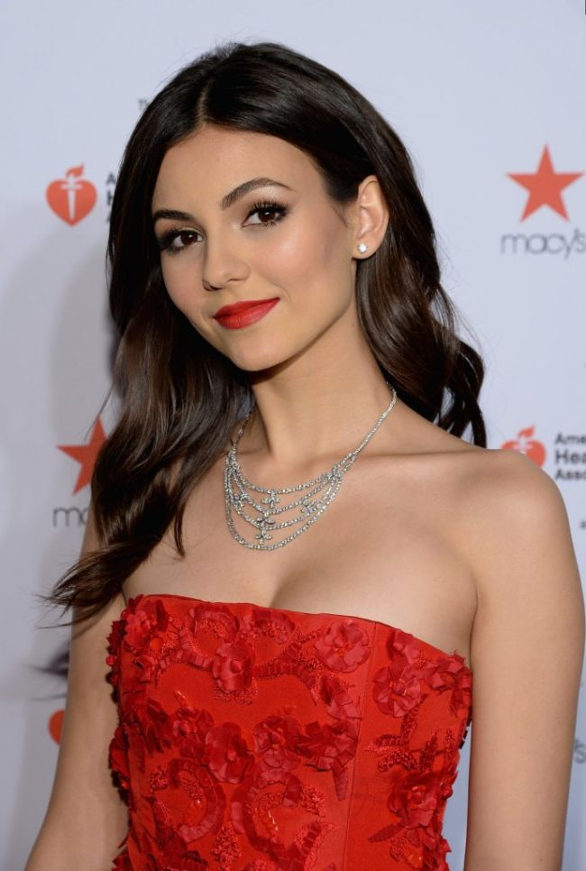 Victoria Justice hot photos sexy bikini pics latest photo