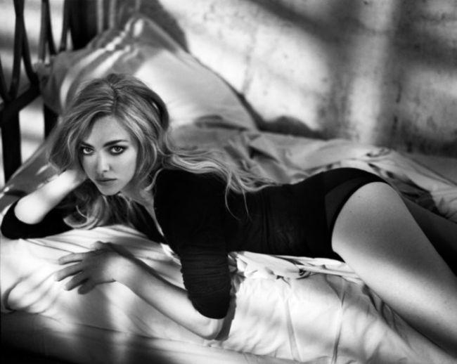 hollywood actress Amanda Seyfriend hot instagram photos sexy bikini pics