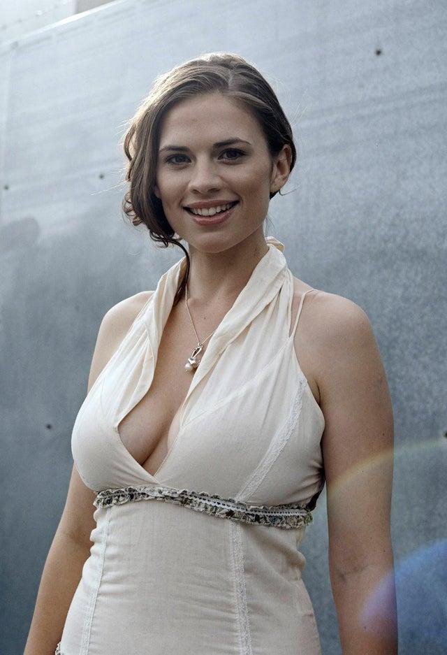 captain amarica actress Hayley Atwell hot photos sext instagram bikini pics (