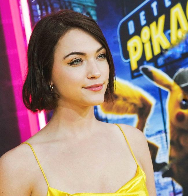 the flash actress Violett Beane hot photos sexy instagram bikini pics