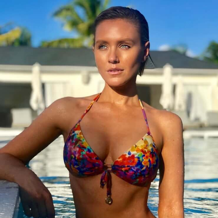 Nicky Whelan hottest photos sexy instagram bikini pics latest images