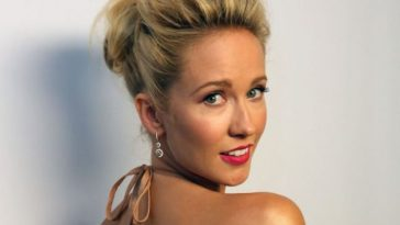 Anna Camp hot photos sexy instagram bikini pics